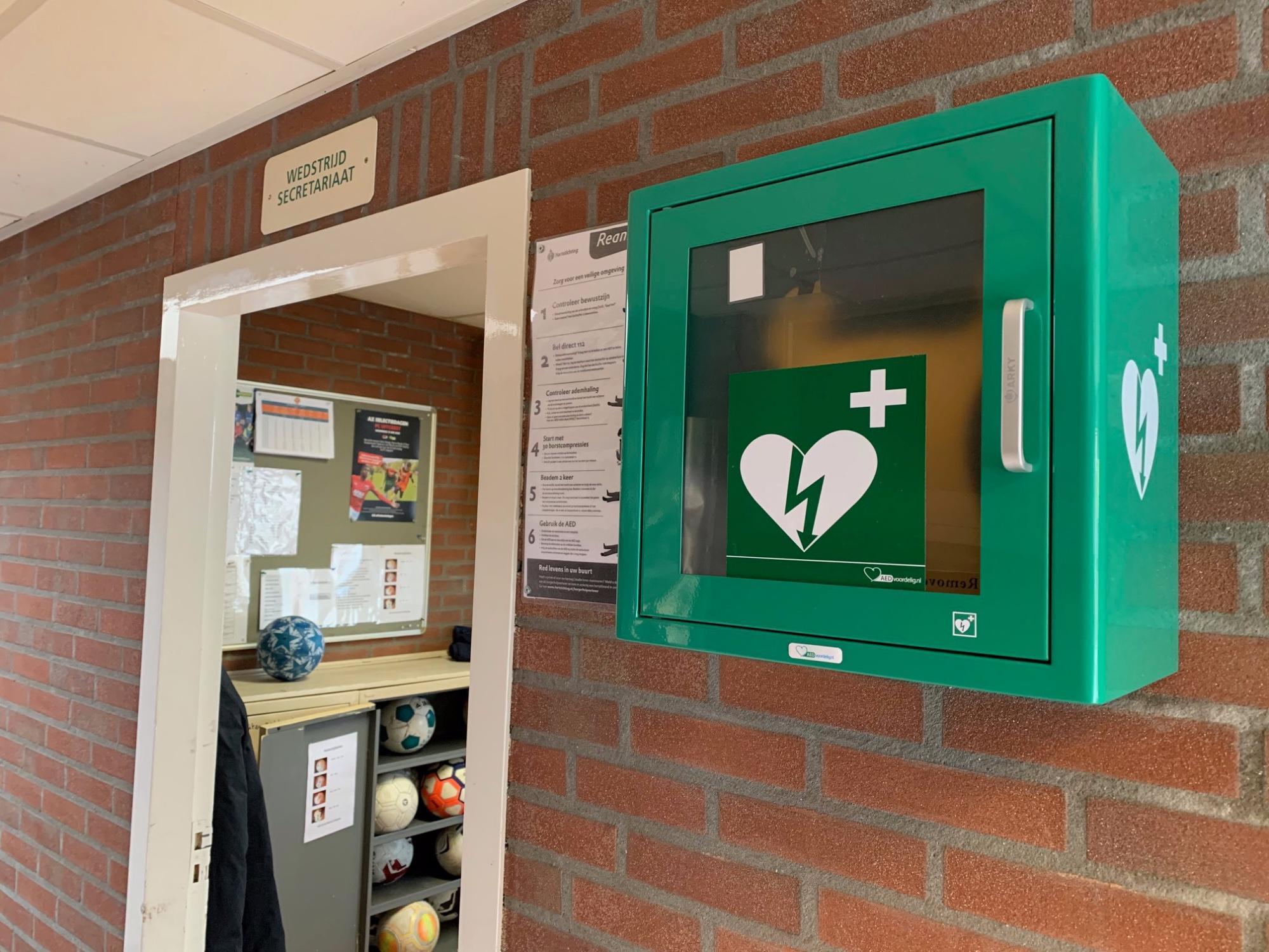 AED op het sportpark van FC Uitgeest