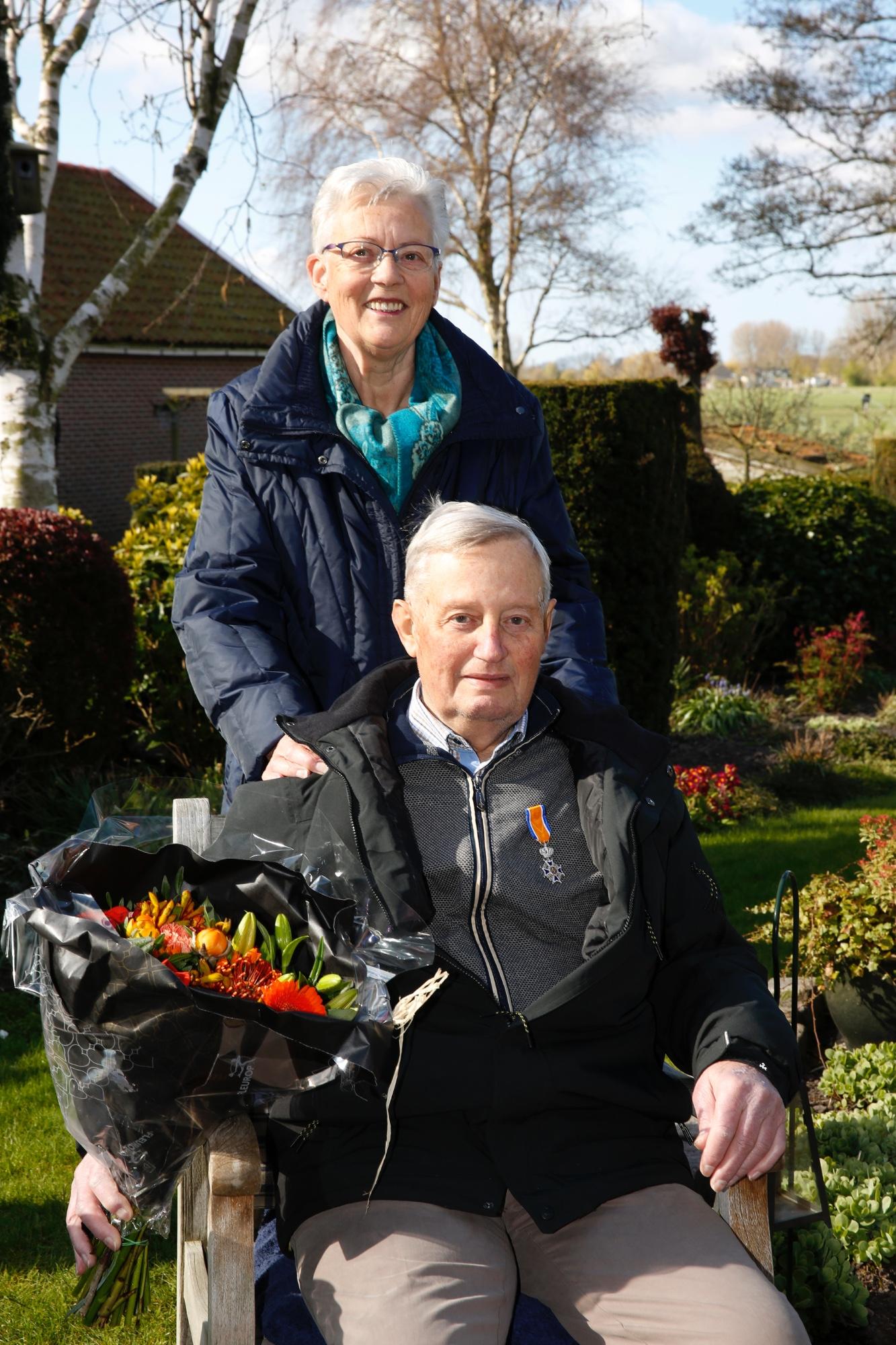 'Het heeft Zijne Majesteit de Koning behaagd'. Arie Dibbets en Wim Beentjes ontvingen Koninklijke Onderscheiding.