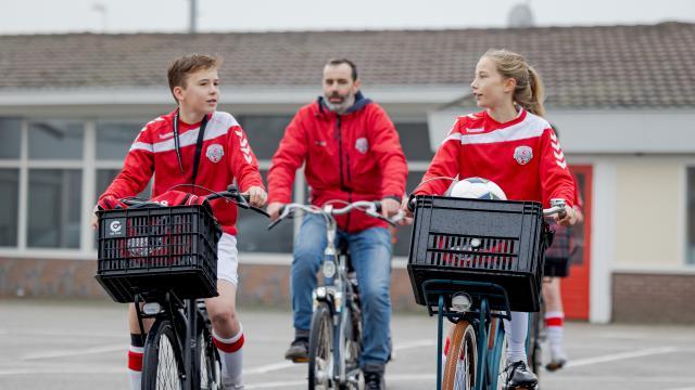 KNVB, FC UITGEEST EN PARTNERS GAAN VOOR 20% CO2-REDUCTIE IN HET VOETBALVERKEER